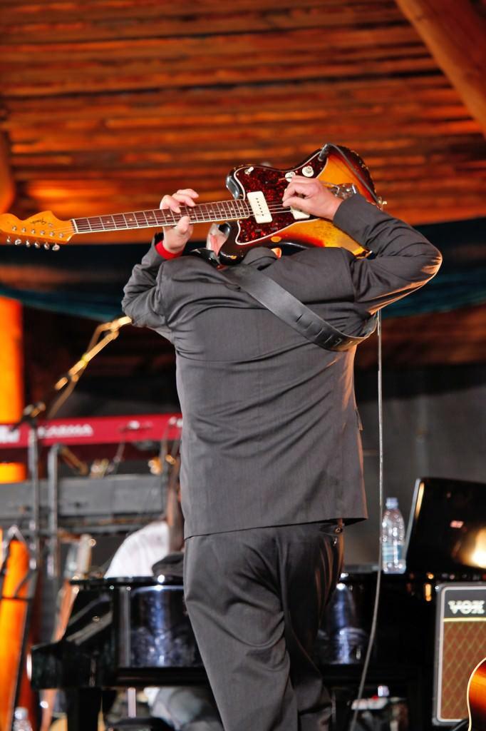 Henning Stærk med Guitar