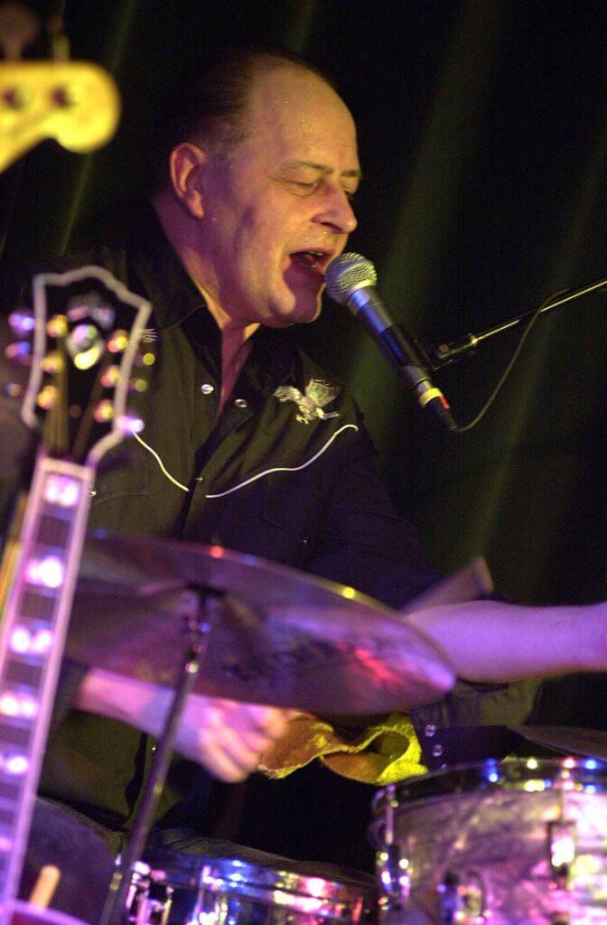 Henning Stærk på trommer